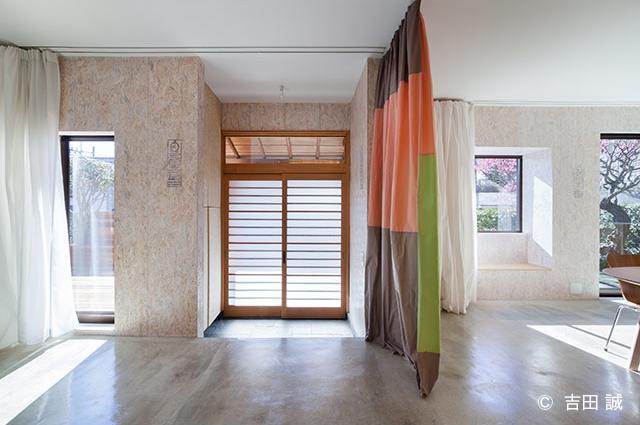 青葉区しらとり台戸建てリノベーションPJの部屋 光が差し込む玄関