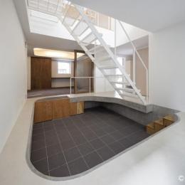 東門前の二世帯住宅の部屋 広々とした個性的な土間空間