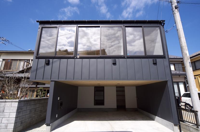 南足柄S邸-南面採光と北側眺望を得るためのスキップフロア-の部屋 南足柄S邸02