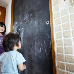 悩んで見つけた私たちの家 ~中古マンションリノベーションでかなえた憧れの住まい~ (子供が楽しめる黒板)