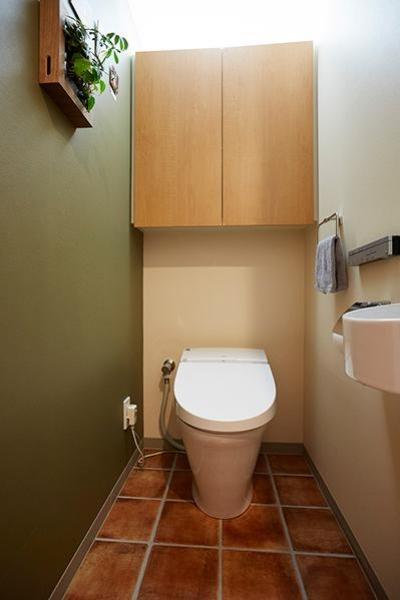 悩んで見つけた私たちの家 ~中古マンションリノベーションでかなえた憧れの住まい~ (シンプルなトイレ)