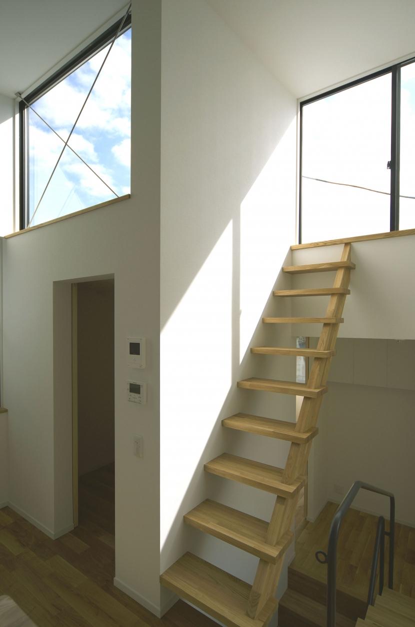 南足柄S邸-南面採光と北側眺望を得るためのスキップフロア-の部屋 南足柄S邸04