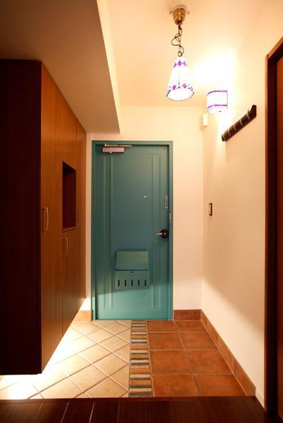 愛着のある家具・愛着のある家の部屋 アンティークな雰囲気の玄関