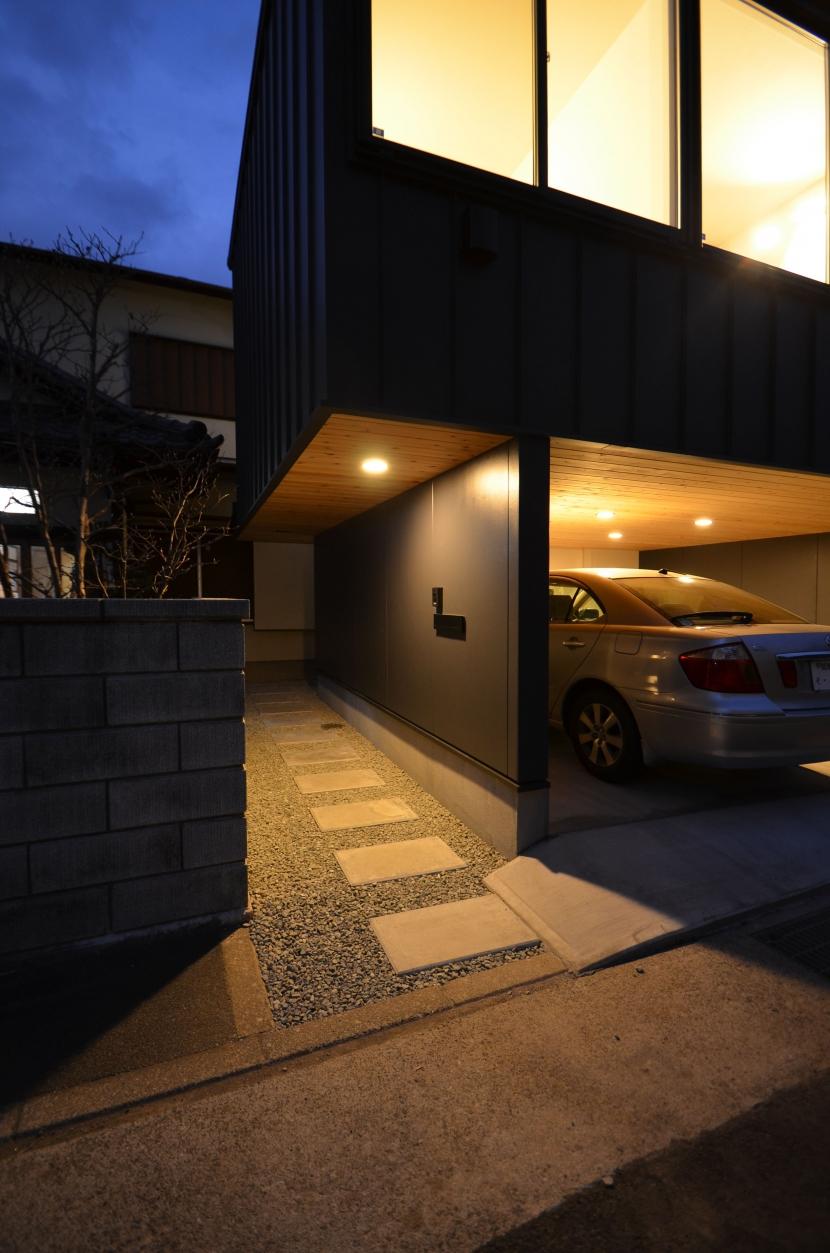 南足柄S邸-南面採光と北側眺望を得るためのスキップフロア-の部屋 南足柄S邸08