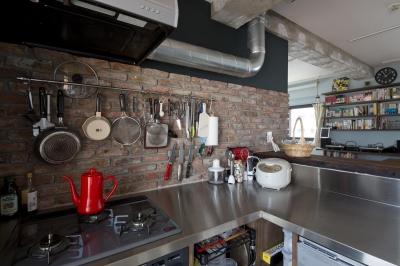 造作キッチン (光あふれるビンテージな住まい)