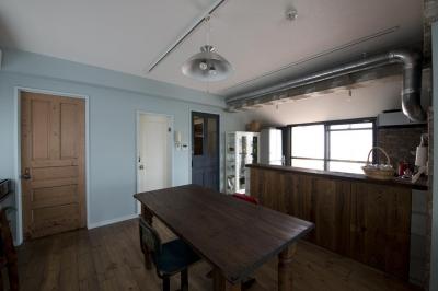 キッチン (光あふれるビンテージな住まい)