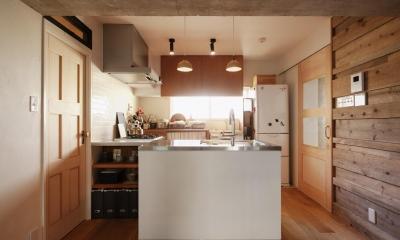 間取りを変えず、自然素材でイメージ一新 (キッチン)