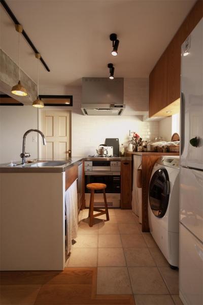 キッチン 収納 (間取りを変えず、自然素材でイメージ一新)