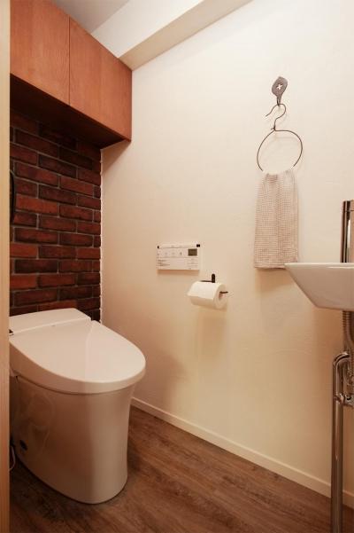 トイレ (間取りを変えず、自然素材でイメージ一新)