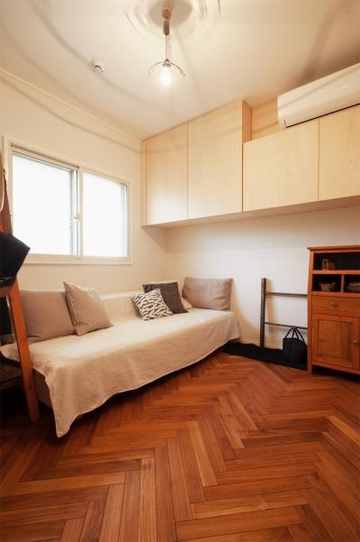 寝室 (間取りを変えず、自然素材でイメージ一新)
