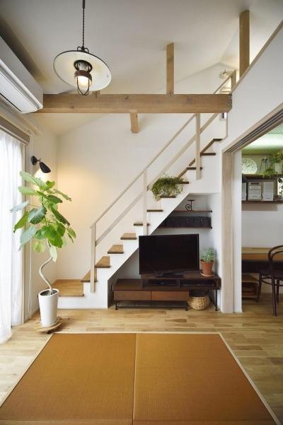 階段 (ひかげに負けない!密集地でも光あふれる家に。)
