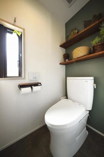 トイレ (ひかげに負けない!密集地でも光あふれる家に。)