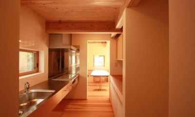 米沢の家/自然素材のエコハウス (キッチン)