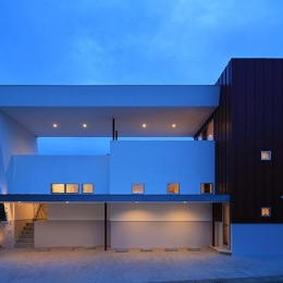 House-MSD【 White Rainbow-白虹- 】 (大屋根がインパクトのある外観)