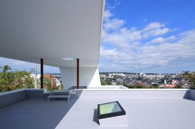 大屋根の下の開放的な空間 (House-MSD【 White Rainbow-白虹- 】)