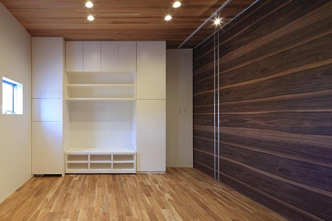 House-MSD【 White Rainbow-白虹- 】の部屋 キッチンの奥にあるリビング-CLOSE