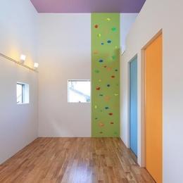 House-MSD【 White Rainbow-白虹- 】 (ボルダリングのあるカラフルな空間)