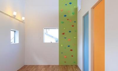 ボルダリングのあるカラフルな空間|House-MSD【 White Rainbow-白虹- 】