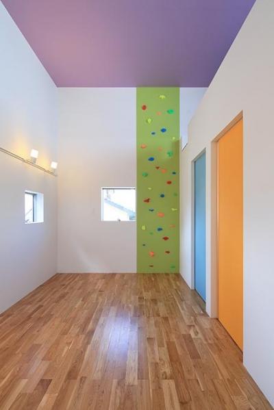 ボルダリングのあるカラフルな空間 (House-MSD【 White Rainbow-白虹- 】)