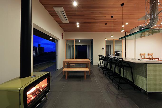 リビングダイニング事例:暖炉のあるリビング(House-MSD【 White Rainbow-白虹- 】)