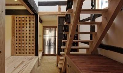 玄関・土間・階段|今井町の家ー伝統的町家を新しく開発した耐震フレームで現代のライフスタイルにあったリノベーションを実現ー