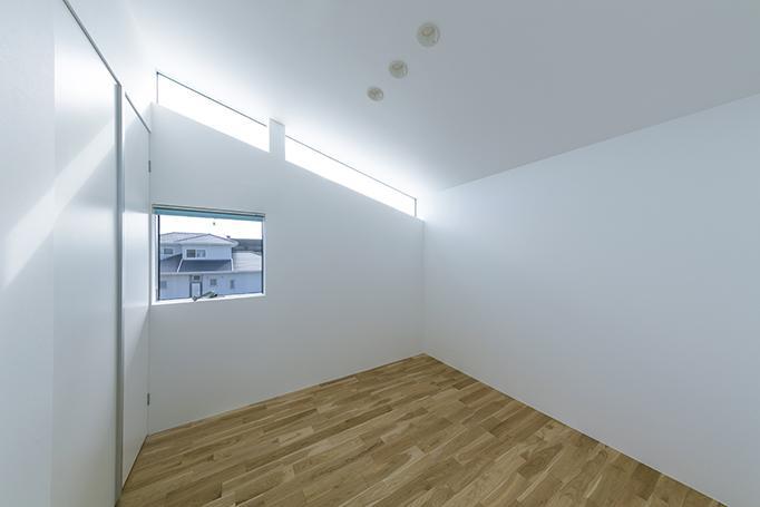 House-KNMR【 Lberg 】の部屋 シンプルな寝室