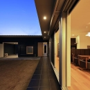 House-KNMR【 Lberg 】の写真 リビングと一体感のある庭