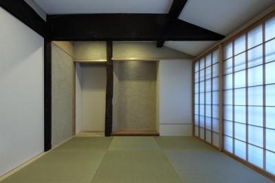 今井町の家ー伝統的町家を新しく開発した耐震フレームで現代のライフスタイルにあったリノベーションを実現ー (和室)