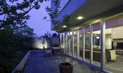ミッドセンチュリーテイスト 成城にてゆったりと住まう (ガーデンテラス)