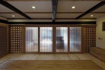 家族室 (今井町の家ー伝統的町家を新しく開発した耐震フレームで現代のライフスタイルにあったリノベーションを実現ー)