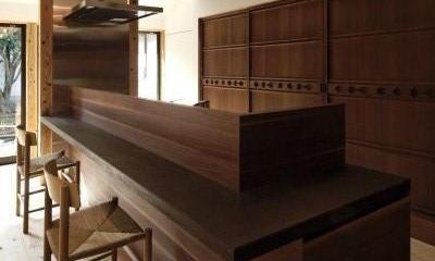 今井町の家ー伝統的町家を新しく開発した耐震フレームで現代のライフスタイルにあったリノベーションを実現ー (食事室)