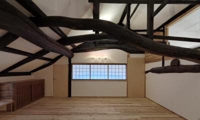 今井町の家ー伝統的町家を新しく開発した耐震フレームで現代のライフスタイルにあったリノベーションを実現ー (2階室1・2)
