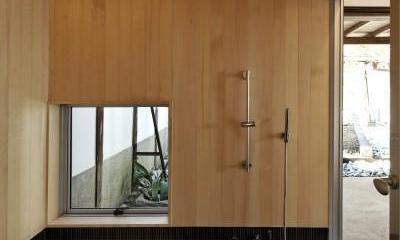 今井町の家ー伝統的町家を新しく開発した耐震フレームで現代のライフスタイルにあったリノベーションを実現ー (浴室)