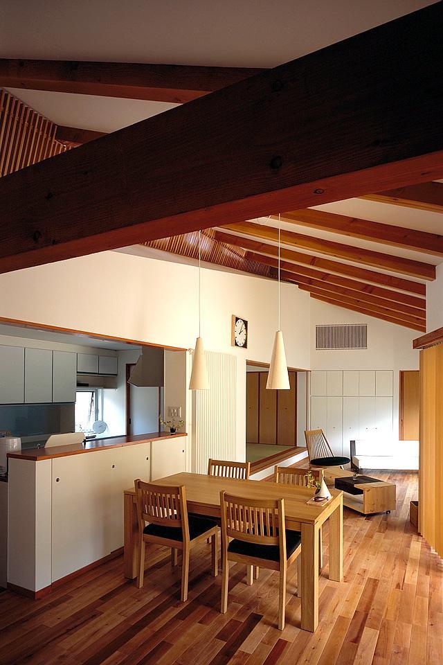 鳥取市 O様邸の部屋 勾配天井が目をひく空間