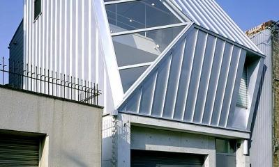 大阪市阿倍野区 S様邸 (大きな三角窓がモダンな住宅-斜めから眺める)
