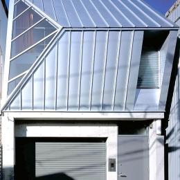 大阪市阿倍野区 S様邸 (大きな三角窓がモダンな住宅-正面から眺める)