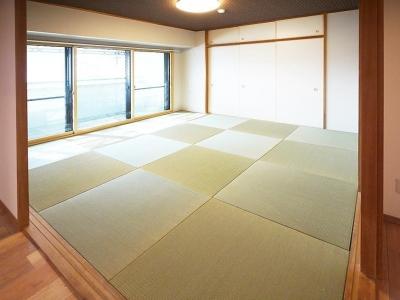 和室 (家族全員が寛げる広々とした空間)