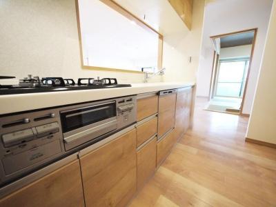 キッチン (家族全員が寛げる広々とした空間)