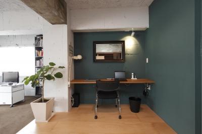 色で区分した書斎 (個性とこだわりを詰めたリノベーション)
