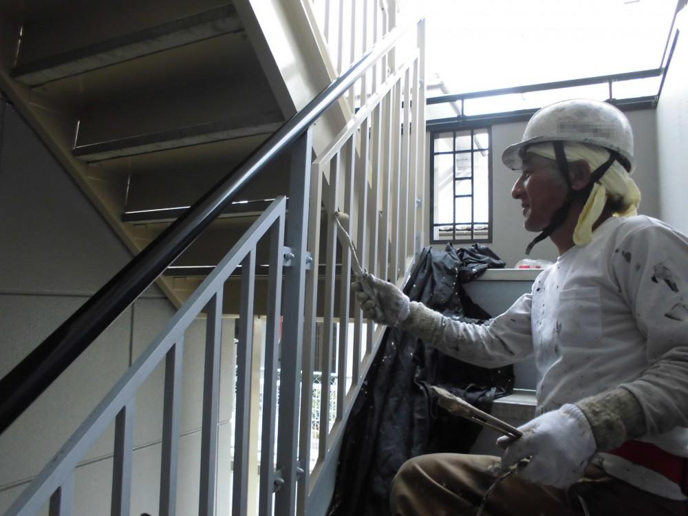 マンション 外壁塗装工事 (階段)