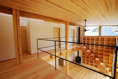 廊下 (Wood stucco house)