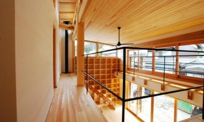 廊下|Wood stucco house