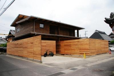 外観 (Wood stucco house)