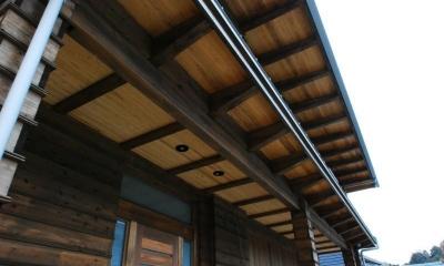 庇 Wood stucco house