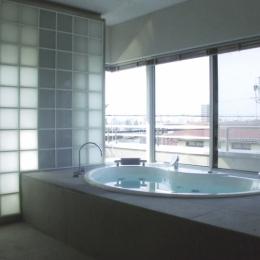 名古屋丘の上、カーレース参戦が趣味のご主人のためにフェラーリのインテリアを展開 (浴室)