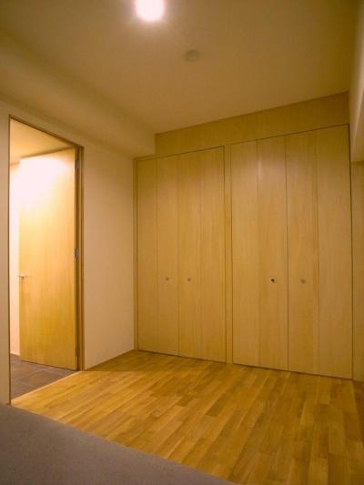 無垢材と左官壁のシンプル空間(浦和区のリノベーション) (寝室)