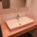 飾りすぎず素っ気なくない、ちょうどよいシンプルリノベの写真 シンプルな洗面台