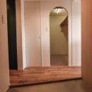 飾りすぎず素っ気なくない、ちょうどよいシンプルリノベの写真 広々とした玄関土間