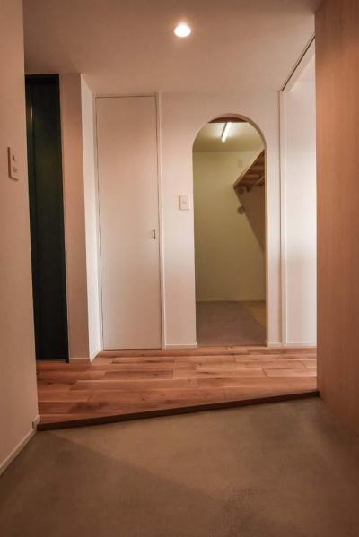 広々とした玄関土間 (飾りすぎず素っ気なくない、ちょうどよいシンプルリノベ)