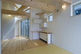 江戸川の家 (木の質感を楽しめるむき出しリビング)